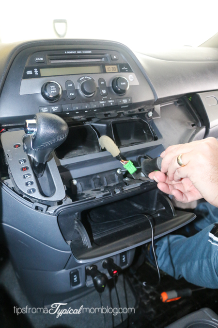 How to Install an AUX Input Cable in your Honda Odyssey So